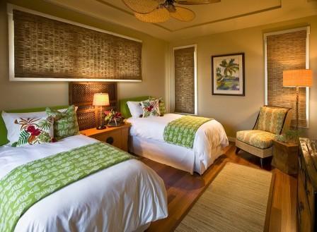 Бамбуковые обои в спальне можно помещать в рамки и делать оригинальные панно