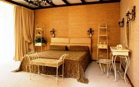 Бамбуковые обои в интерьере спальни в колониальном стиле
