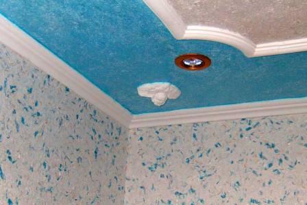 Можно ли наносить жидкие обои на потолок и как это правильно сделать