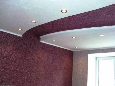Можно ли наносить жидкие обои на потолок