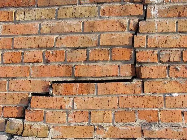 Трещины в кирпичных стенах и как их ремонтировать